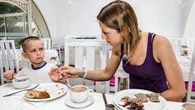 Nghiên cứu mới: Càng đẻ nhiều con trai, mẹ càng giảm tuổi thọ