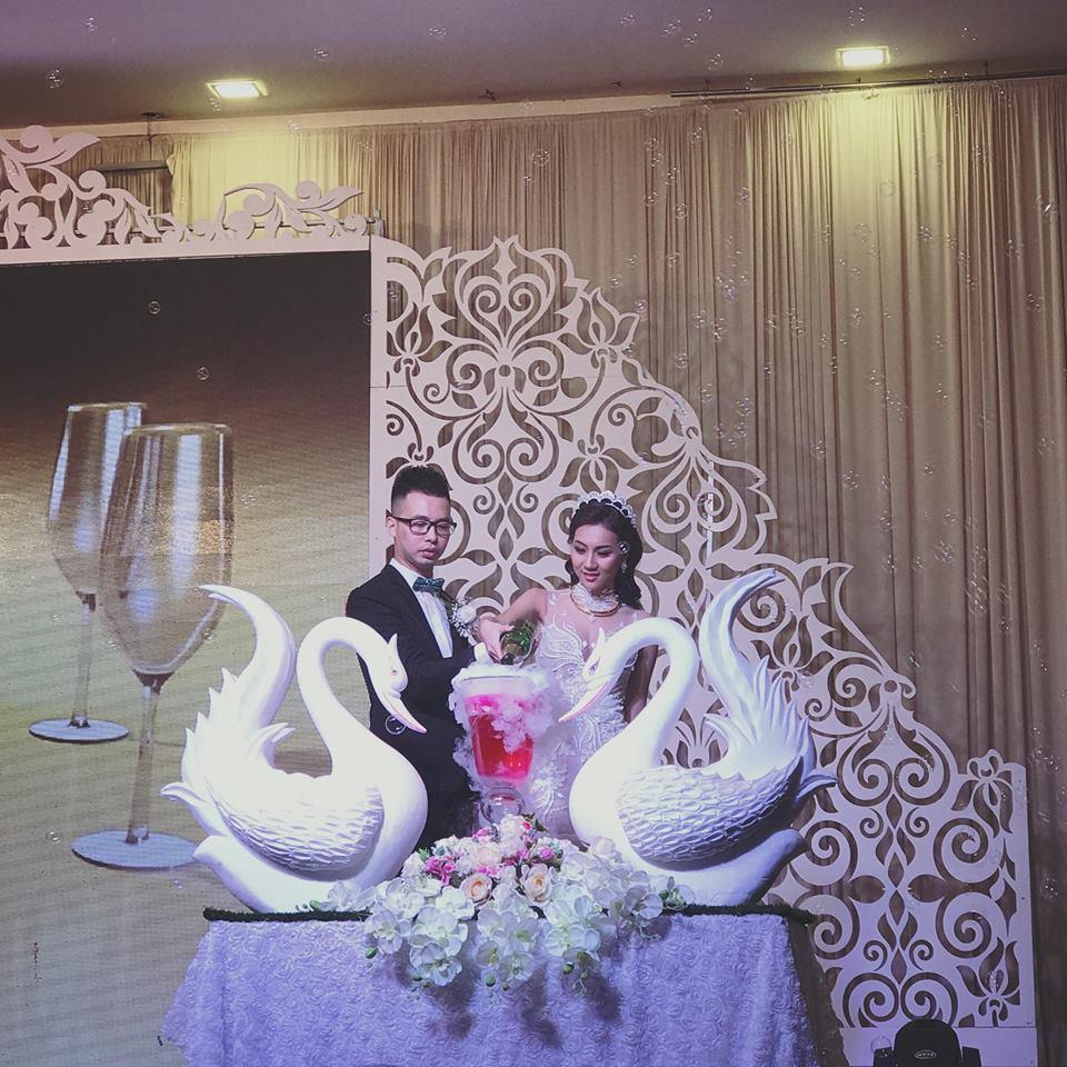 Hot girl tuyệt tình cốc Nga Tây xinh đẹp dù đang mang bầu sánh bước bên chồng trong ngày cưới-1