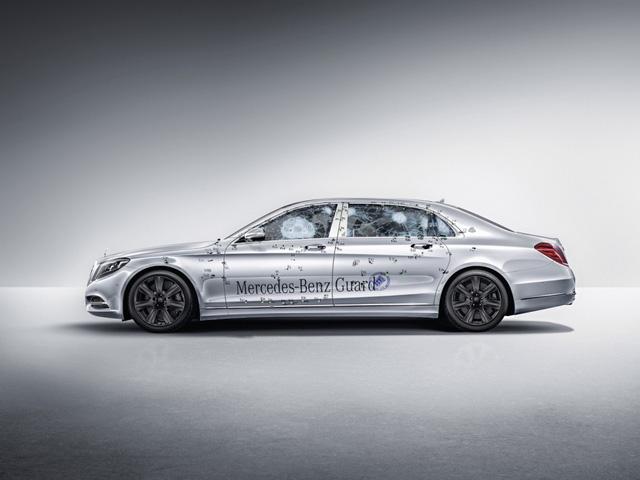 Siêu xe Mercedes-Benz S600 Maybach Guard trong một bài thử nghiệm chống đạn của hãng. (Ảnh: Mercedes)