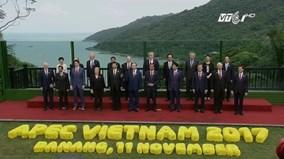 Lãnh đạo các nền kinh tế APEC chụp ảnh kỷ niệm