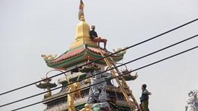Giải cứu thanh niên nghi 'ngáo đá' leo lên nóc chùa ở Sài Gòn
