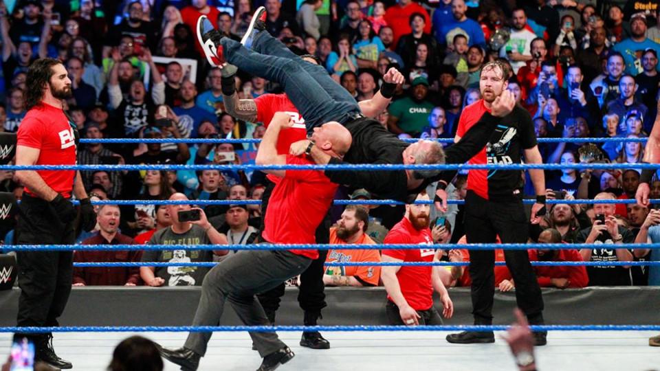 Sieu sao WWE hon chien tai show Smackdown hinh anh 10