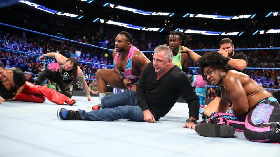 Sieu sao WWE hon chien tai show Smackdown hinh anh 12