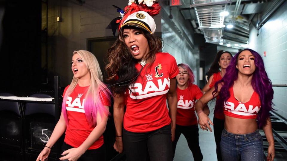 Sieu sao WWE hon chien tai show Smackdown hinh anh 5