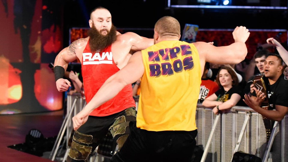 Sieu sao WWE hon chien tai show Smackdown hinh anh 7