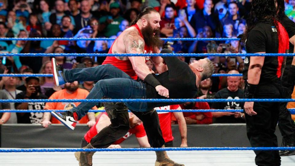 Sieu sao WWE hon chien tai show Smackdown hinh anh 8
