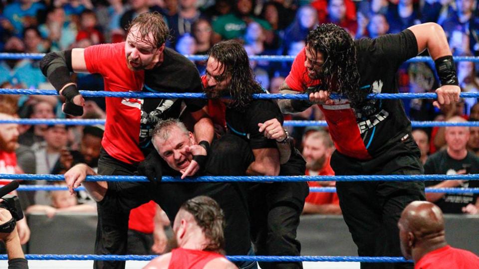 Sieu sao WWE hon chien tai show Smackdown hinh anh 9