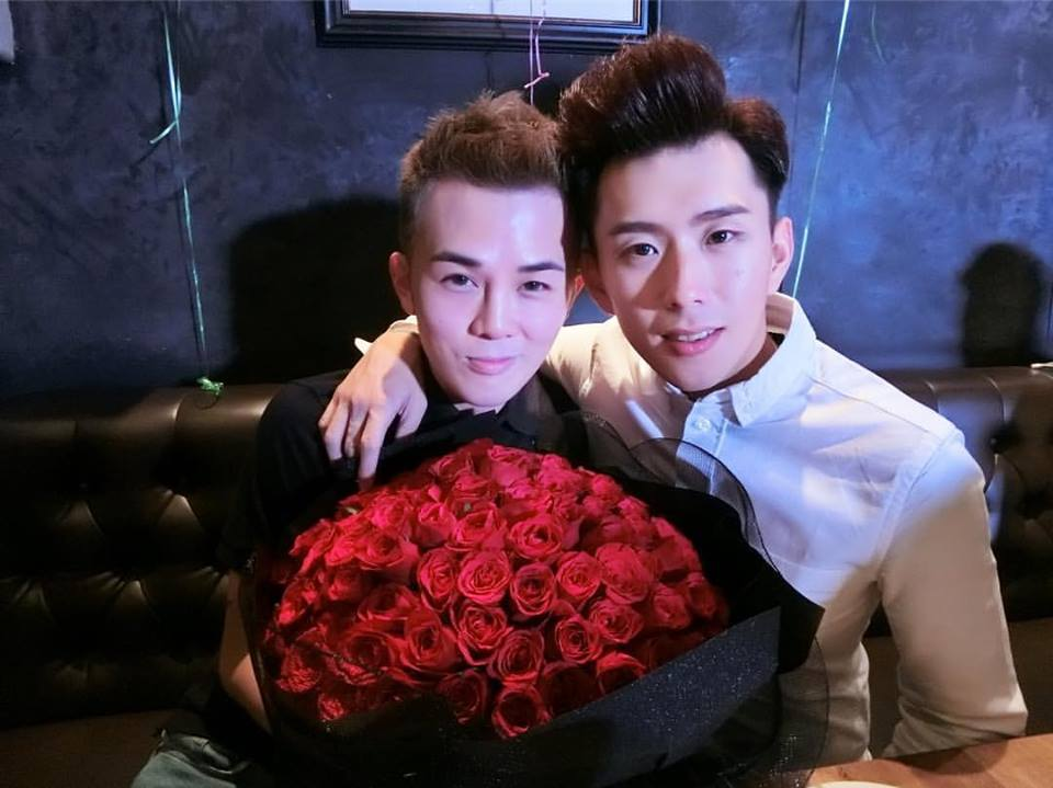 Màn cầu hôn của hai trai đẹp khiến bất cứ ai cũng ao ước được trải qua một lần trong đời-1