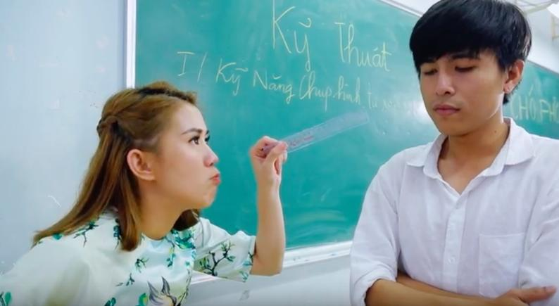 Hóa thân thành thầy cô bá đạo, Phở Đặc Biệt và Ngọc Thảo khiến người xem thích thú trong vlog mới-3