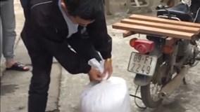 """Bắt quả tang đối tượng giấu lượng ma túy """"khủng"""" trong bao tải gạo"""