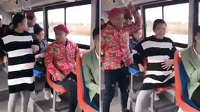 Nhét bóng bay vào bụng, giả bầu để được nhường ghế trên xe buýt và cái kết
