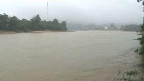 Quảng Ngãi: Nhiều khu vực bị cô lập do thủy điện xả nước