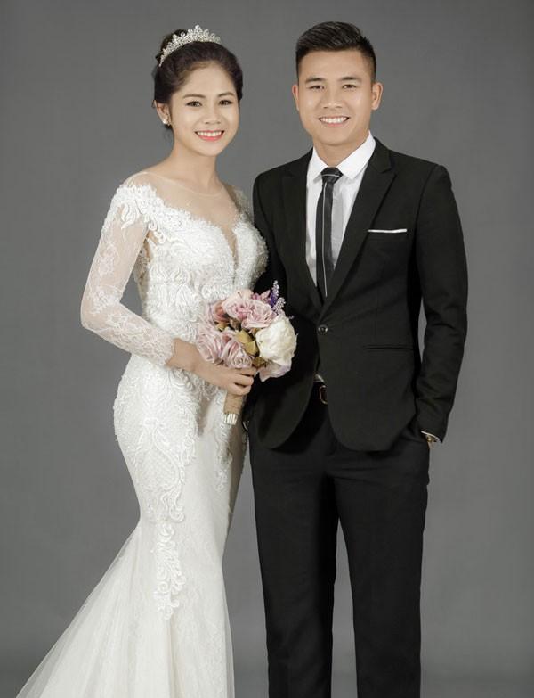 Cô dâu xinh đẹp hát cực hay bên chú rể điển trai trong ngày cưới khiến dân mạng lịm tim-1