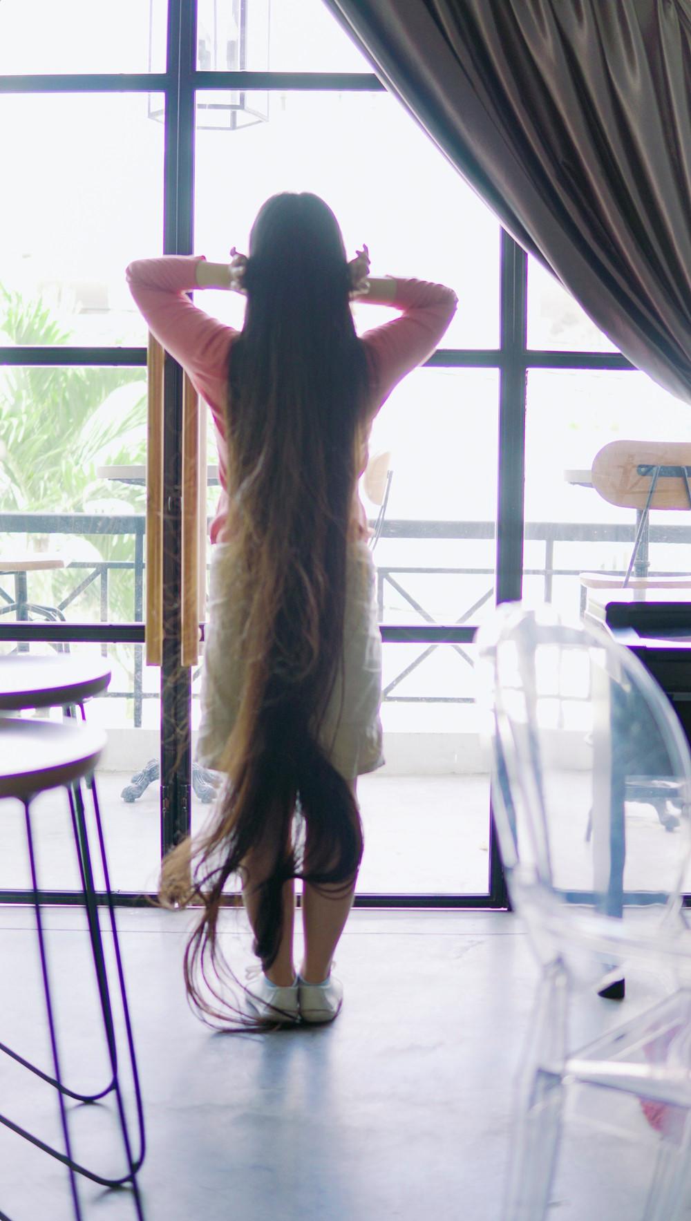 9X Sài Gòn kiếm chục triệu mỗi tháng nhờ có mái tóc dài 2 m-4
