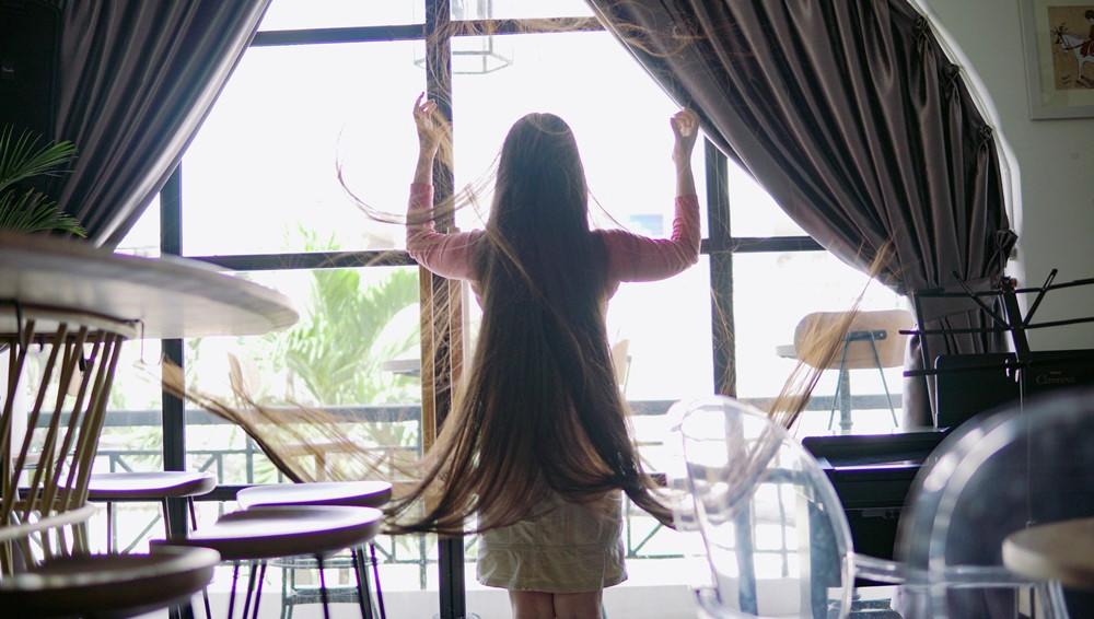 9X Sài Gòn kiếm chục triệu mỗi tháng nhờ có mái tóc dài 2 m-2