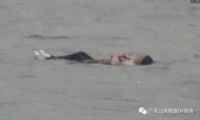 Chuyện hy hữu: Nhảy sông tự tử không thành vì lỡ mặc áo rét... quá dày-3