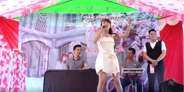 Học tập tinh thần tự tin của Chi Pu, cô gái khoe giọng khiến cả đám cưới 'chết lặng' 0