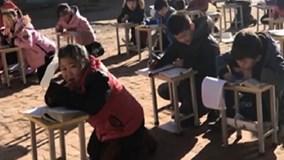 Rét 0 độ, trường Trung Quốc bắt học sinh quỳ để học ngoài trời