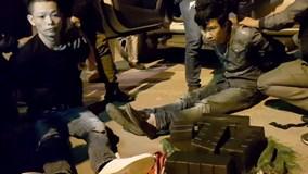 Cảnh sát mật phục bắt nhóm đi xe bán tải chở 47 bánh heroin