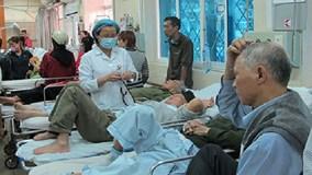 Hà Nội: Trời rét, người già ồ ạt nhập viện