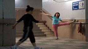 """Hà Nội: Người dân """"trốn"""" rét xuống hầm đi bộ tập thể dục"""