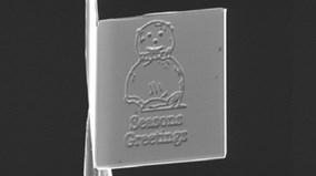 Sự thật khó tin về tấm thiệp Giáng sinh nhỏ nhất thế giới
