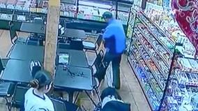 Nhân viên bán thịt cởi tạp dề hứng em bé đẻ rơi tại siêu thị tối cuối năm