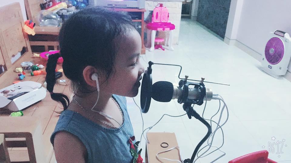Bé gái 5 tuổi làm chao đảo cộng đồng mạng khi diễn sâu trong cover Buồn của anh-3