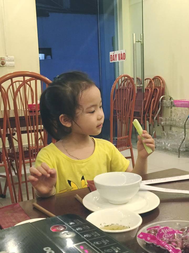 Bé gái 5 tuổi làm chao đảo cộng đồng mạng khi diễn sâu trong cover Buồn của anh-4