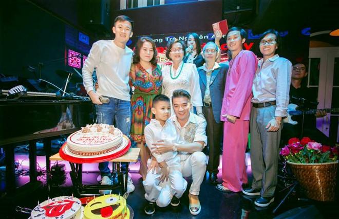 Clip Hoai Linh va Dam Vinh Hung song ca tren san khau sau nhieu nam hinh anh 1