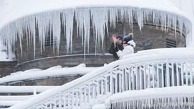 'Bom bão tuyết' đổ bộ, Canada xuống -50°C, bão tuyết dày 40cm