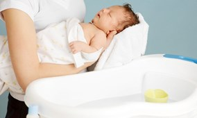 Tắm cho trẻ sơ sinh thế nào trong mùa lạnh?