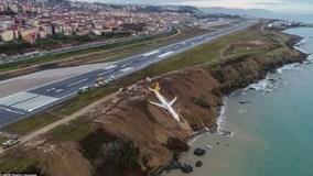 Máy bay Thổ Nhĩ Kỳ chở 162 người trượt cắm đầu xuống vực