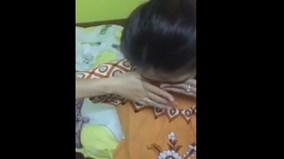 Vợ khóc thút thít đòi chồng cho đi chơi