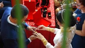 Cô dâu đeo hơn 1 kg vàng nhảy tưng bừng trong ngày cưới gây sốt