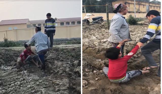 Cậu bé bẻ trộm ngô bị người phụ nữ cùng con trai đánh liên tiếp vào mặt và người-3