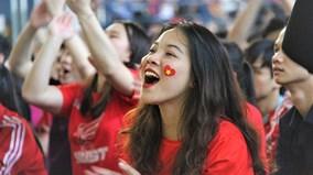 Cổ động viên vỡ òa trước các bàn thắng của đội U23 Việt Nam