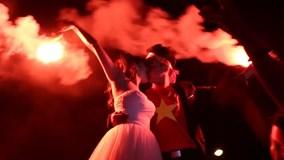 Màn cầu hôn ngọt ngào sau chiến thắng của U23 Việt Nam