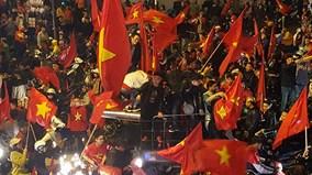 'Bão' đổ về Hà Nội mừng tuyển U23 giành cúp bạc AFC Cup 2018