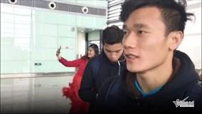 Phỏng vấn nhanh thủ môn Bùi Tiến Dũng tại sân bay Thường Châu