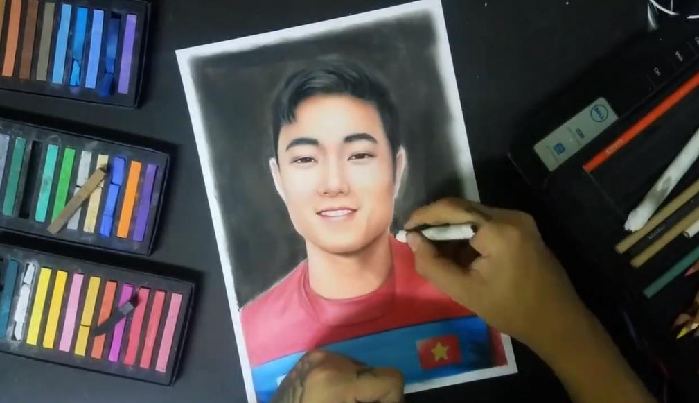 Mới- nóng - Clip: Chàng trai Đà Nẵng lại gây sốt khi vẽ chân dung Xuân Trường