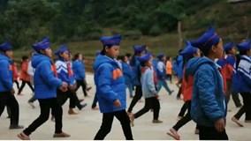 Điệu nhảy dân vũ của các thầy giáo truyền cảm hứng trong năm 2017