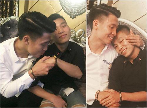 Bùi Tiến Dũng 8 múi hôn tay Văn Thanh khi hát Ánh nắng của anh-1