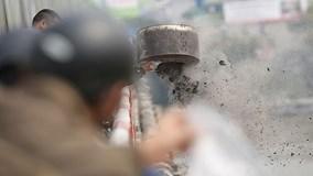 Cúng ông Táo: Dân đổ cả thùng tro, cầu Chương Dương mù mịt