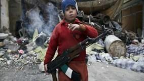 Rợn gáy cảnh trẻ em Libya chơi trò bắt chước màn hành quyết tập thể của IS