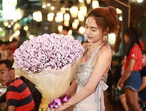 Nu sinh Thai 'choi troi' quan tien thanh hoa tang ban trai hinh anh 1