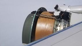 Vỏ động cơ vỡ tung trên không, máy bay buộc phải hạ cánh khẩn cấp