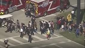 Bắn giết điên loạn tại trường học Mỹ, 17 người thiệt mạng