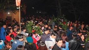 Hàng nghìn người đến phiên chợ chỉ họp rạng sáng mùng 3 Tết