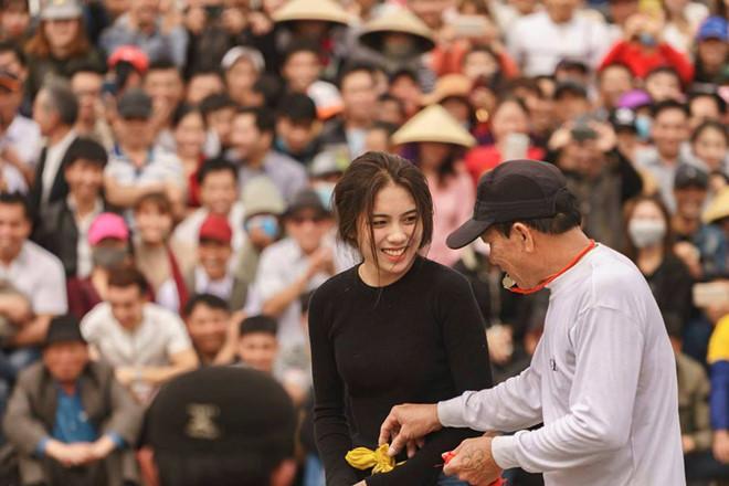 Co gai Hai Phong xinh dep tham gia hoi thi dau vat lang hinh anh 1